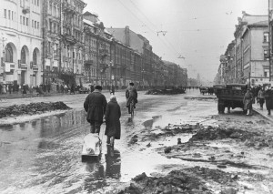 Lenigraders on Nevsky Prospect during the Siege, 1942. RIA Novosti archive, image #324 / Boris Kudoyarov via Wikimedia Commons